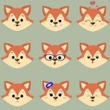 Reeks van leuk rood vosgezicht met verschillende emoties in beeldverhaalstijl vector illustratie