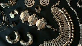 Reeks van Mooie Oosterse Zilveren juwelen (Egyptische Indiër, Arabier, Afrikaan,) stock video