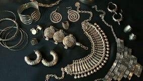Reeks van Mooie Oosterse Zilveren juwelen (Egyptische Indiër, Arabier, Afrikaan,) stock videobeelden