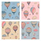 Reeks van naadloos patroon met ballons in pastelkleuren Vele verschillend gekleurde gestreepte luchtballons die in betrokken vlie stock illustratie