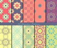 Reeks van naadloos patroon tien met mandalas in mooie kleuren Het kan voor prestaties van het ontwerpwerk noodzakelijk zijn Royalty-vrije Stock Afbeeldingen