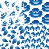 Reeks van 4 naadloze patronen Uitstekende volksbloemen, bladeren, tak Stock Foto's