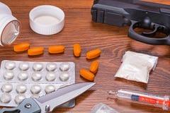 Reeks van narcotica en pistool Royalty-vrije Stock Foto's