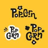 Reeks van 3 Popcorntekstlabels in onzorgvuldige strakke stijlen Hand getrokken typografieteken Inzameling van Zwart wit embleem o stock illustratie