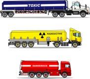 Reeks van reservoirvrachtwagens chemisch dragen, radioactief, giftig, gevaarlijke stoffen op witte achtergrond in vlakte worden g royalty-vrije illustratie