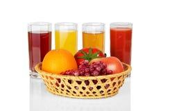 Reeks van sap in glazen en fruit Royalty-vrije Stock Fotografie
