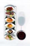 Reeks van snack en rode wijnglas royalty-vrije stock afbeelding