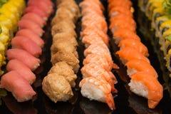 Reeks van Sushibroodje, met schaduwen en bezinning Royalty-vrije Stock Fotografie