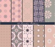 Reeks van tien uitstekende naadloze patronen met mandalas in mooie kleuren Het kan voor prestaties van het ontwerpwerk noodzakeli Stock Foto