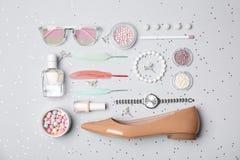 Reeks van toebehoren, schoonheidsmiddelen, schoen en parfum royalty-vrije stock afbeeldingen