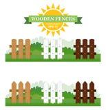 Reeks van vectorillustratie van verschillende naadloze houten omheiningen met groen gras Royalty-vrije Stock Foto's