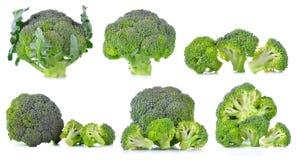Reeks van verse die broccoli op witte achtergrond wordt geïsoleerd Stock Foto's