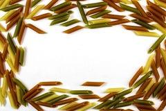 Reeks van verspreide deegwaren op witte achtergrond, close-up, hoogste mening Royalty-vrije Stock Afbeelding