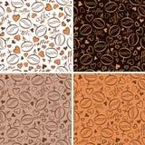 Reeks van vier naadloze patronen met koffiebonen Stock Foto