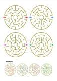 Reeks van vier ronde malplaatjes van het labyrintspel met antwoorden Stock Foto's