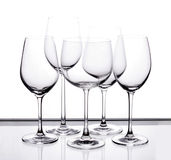 Reeks van vijf lege wijnglazen Royalty-vrije Stock Foto's