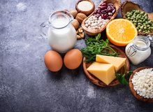 Reeks van voedsel die aan calcium rijk is royalty-vrije stock foto
