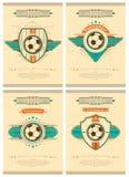 Reeks van voetbalaffiche in retro stijl met embleem, bal en sterren Toernooienuitnodiging Vector ontwerp royalty-vrije illustratie