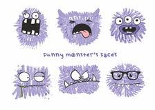 Reeks van zes vector grappige gekke monstershoofden met verschillende emoties op hun gezichten royalty-vrije illustratie