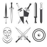 Reeks van zwaarden, schild en helm Stock Foto's