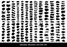 Reeks van zwarte verf, de slagen van de inktborstel, borstels, lijnen Vuile artistieke ontwerpelementen, vakjes, kaders voor teks royalty-vrije illustratie