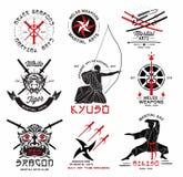 Reeks vechtsporten, het Japanse embleem van samoeraienwapens, emblemen en ontwerpelementen Royalty-vrije Stock Foto's