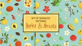 Reeks vector naadloze patronen van leuke hand-drawn appelen, abrikozen, pastei, bloemen, jampot royalty-vrije illustratie