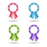 Reeks vectorrozetten Decoratie van roze, blauwe, groene, violette linten Stock Foto