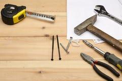Reeks verschillende handhulpmiddelen voor reparatie en bouw Stock Foto's