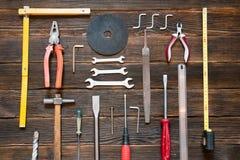 Reeks verschillende het werkhulpmiddelen: schroevedraaier, buigtang, hamer, buigtang Stock Afbeelding