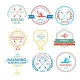 Reeks verschillende logotypemalplaatjes voor het kayaking Stock Afbeeldingen