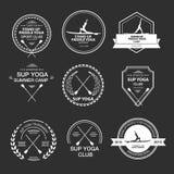Reeks verschillende logotypemalplaatjes voor tribune op peddelyoga Stock Afbeeldingen