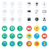 Reeks vlakke school en onderwijs geplaatste pictogrammen Royalty-vrije Stock Afbeeldingen