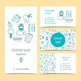 Reeks vlieger, brochure en adreskaartjes voor tandkliniek Tand zorg Reeks promotieproducten Vlak Ontwerp Vector royalty-vrije illustratie