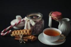 Reeks voor ontbijtsnoepjes en gebakjes met noten voor thee op bl Stock Fotografie