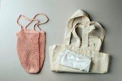 Reeks voor vrij en plastiek die winkelen verpakken - katoenen de zakken en het koord doen in zakken Nul milieuvriendelijk afval m royalty-vrije stock foto