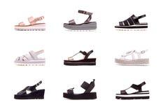 Reeks vrouwelijke sandals van de manierzomer op een witte achtergrond stock foto's