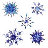 Reeks waterverfsneeuwvlokken op wit wordt geïsoleerd dat vector illustratie