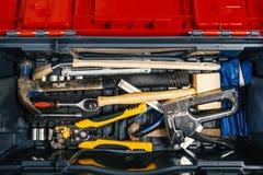Reeks werkende hulpmiddelen in hulpmiddeldoos, hoogste mening DIY-thema royalty-vrije stock afbeelding
