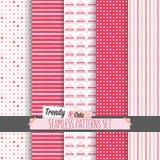 Reeks witte en roze gestippeld, strepen en chevron naadloze patronen Stock Foto's