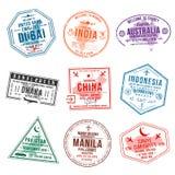 Reeks zegels van het reisvisum voor paspoorten De zegels van het internationale en immigratiebureau Aankomst en vertrekvisumzegel royalty-vrije illustratie