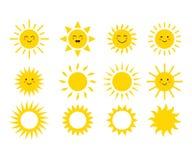 Reeks zonnen Leuke zonnen Gele gezichten Emoji De zomer emoticons Vector illustratie Royalty-vrije Stock Foto