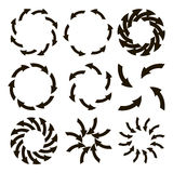 Reeks zwarte die pijlen in een cirkel worden geschikt Stock Foto