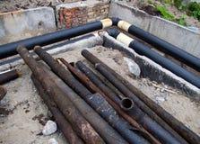 Reemplazo de los tubos de calefacción viejos con nuevos Imágenes de archivo libres de regalías