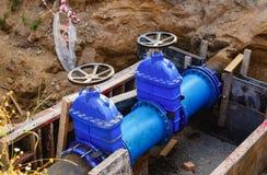 Reemplazo de los tubos del abastecimiento de agua, reparación de tubos Imagen de archivo libre de regalías