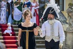 Reenactment histórico do castelo de Slavkov-Austerlitz Os atores jogam Maria Walewska e o imperador Napoleon mim, que chega no ca imagem de stock royalty free