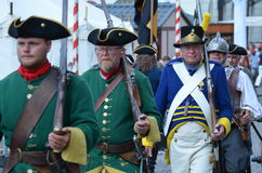 Reenactment: Svenska Carolean soldater från 1700 Royaltyfria Bilder