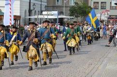Reenactment: Svenska Carolean soldater från 1700 Royaltyfri Foto