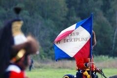 Reenactor拿着法国旗子 免版税库存照片