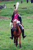 Reenactor jedzie konia przy Borodino batalistycznym dziejowym reenactment w Rosja Obrazy Royalty Free